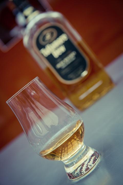 szklanki kieliszki do whisky