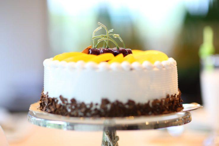 tort zrobiony przy pomocy tortownicy